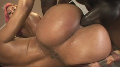 Curvy ebony tart gets wet while helping her hot friend get banged